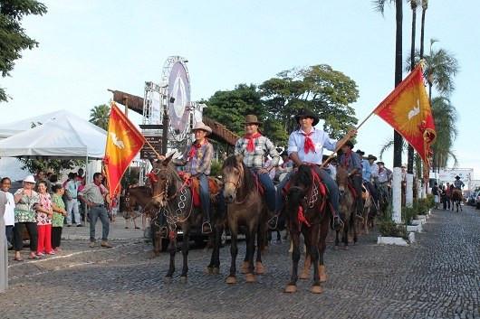 Primeiras manifestações da Festa do Divino em Pirenópolis datam de 1819 - Iphan