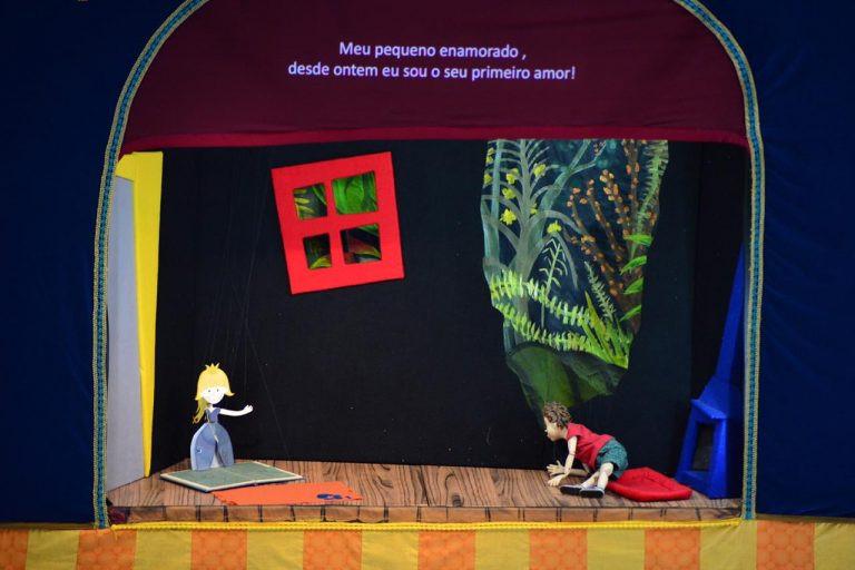 O espetáculo L'enfant et les Sortilèges (O Menino e os Sortilégios), de Maurice Ravel, é apresentado em forma de teatro de marionetes pelos artistas do Pequeno Teatro do Mundo (Foto: Divulgação)