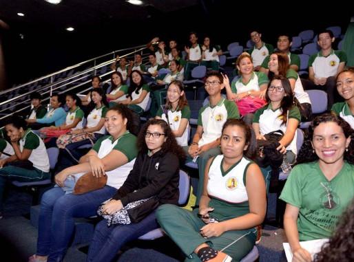 Estudantes aprendem sobre política e cidadania no Parlamento Estadual