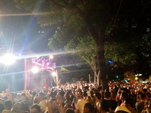 Ao som de Tim Maia e Jorge Ben Jor, Chama o Síndico leva milhares às ruas de BH