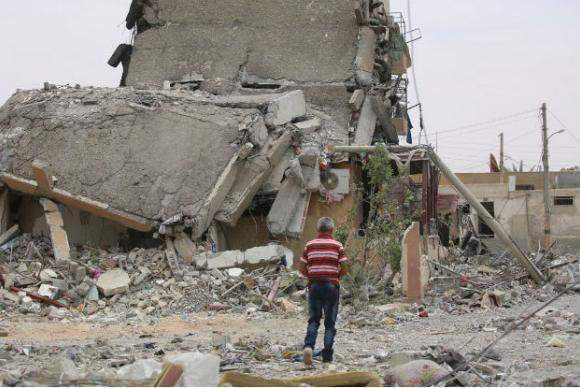 Destroços de um prédio na cidade de Tabqa, província de Raqqa, na Síria. Foto: Unicef/Souleiman/Arquivo