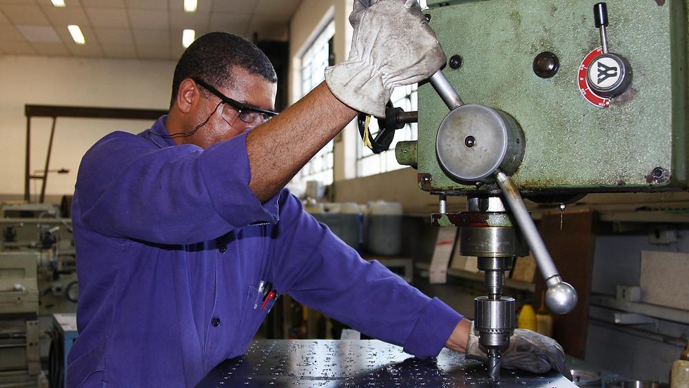 A produção industrial brasileira cresceu 0,4% em janeiro