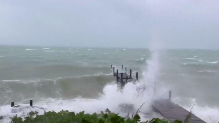 Furacão Dorian atinge as Bahamas - MARK HALL/ CHRISTOPHER HALL