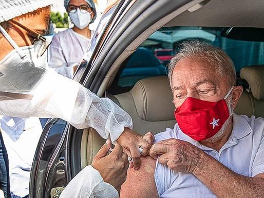 Lula é vacinado e pede vacina para todos os brasileiros