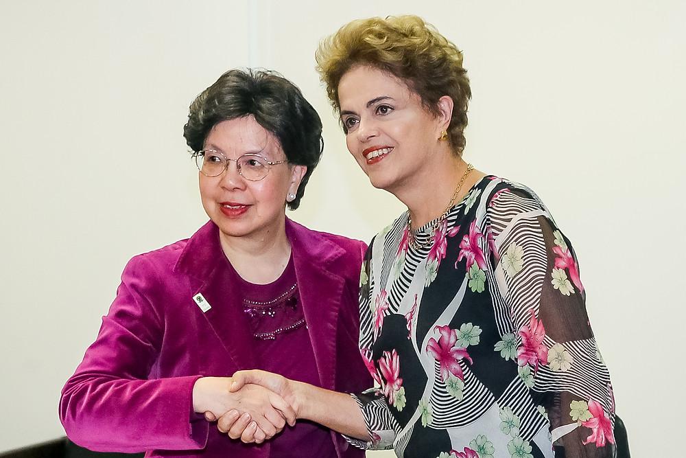 Diretora Geral da OMS chega ao Brasil para encontro com Dilma