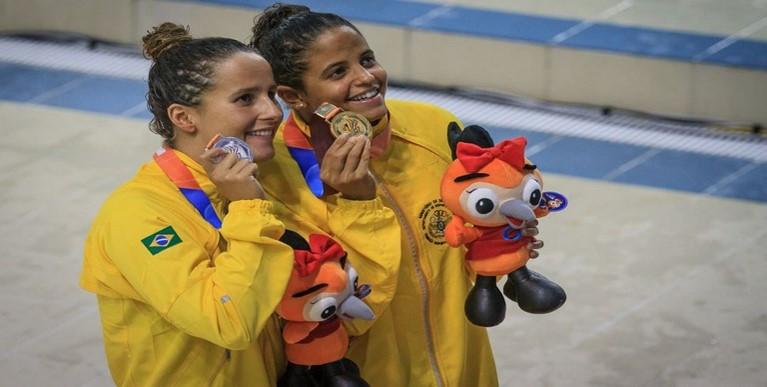 Dobradinha brasileira nos 50m livre: Etiene Medeiros (D) foi ouro e Graciele Hermann, prata Foto: Sgt. Johnson Barros/FAB