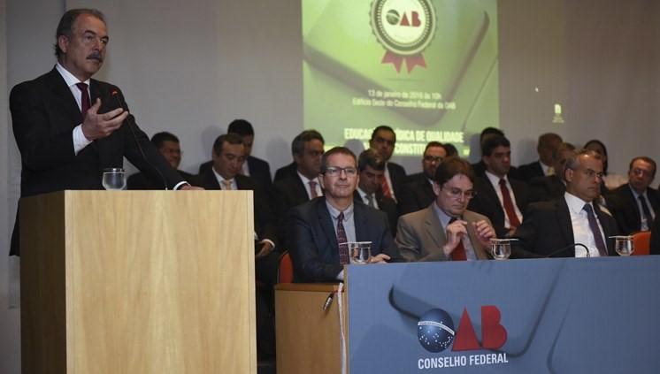 Mercadante acompanhou a entrega do prêmio e disse que ele oferece um critério a mais para o estudante escolher uma faculdade João Neto/MEC