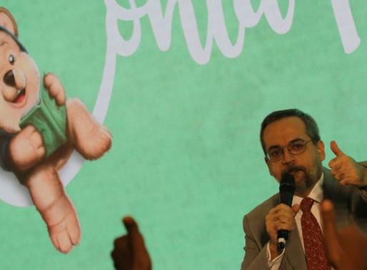 Gestão Weintraub é marcada por erros e ataques à educação