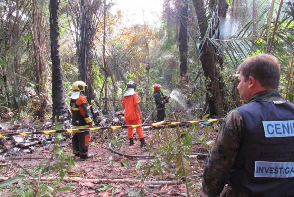Seis pessoas morreram após a queda de um avião de pequeno porte na reserva ambiental do MinduTenente João Filho/Corpo de Bombeiros de Manaus