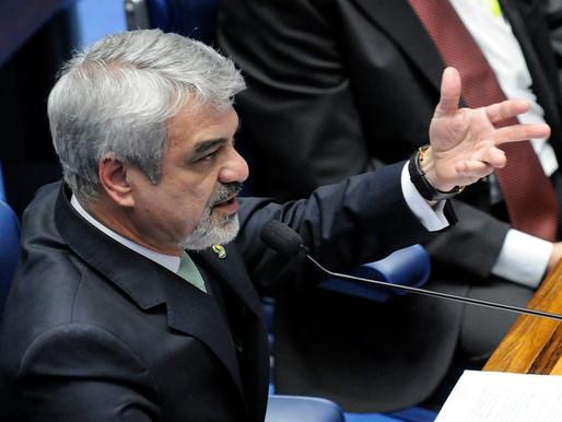Brasil corre sério risco de voltar a ser refém do FMI, alerta Humberto Costa
