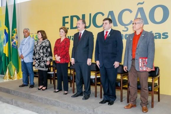 A presidente Dilma não escondeu a emoção durante a cerimônia em que anunciou a criação de universidades e escolas técnicas. Foto: Roberto Stuckert Filho/PR