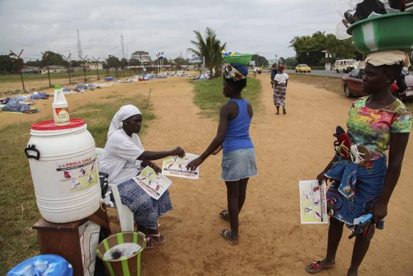 Surto já matou 10.500 pessoas, quase todas em Serra Leoa, na Libéria e na Guiné-Conacri  (EPA/Agência Lusa/Direitos Reservados)EPA/Agência Lusa/Direitos Reservados