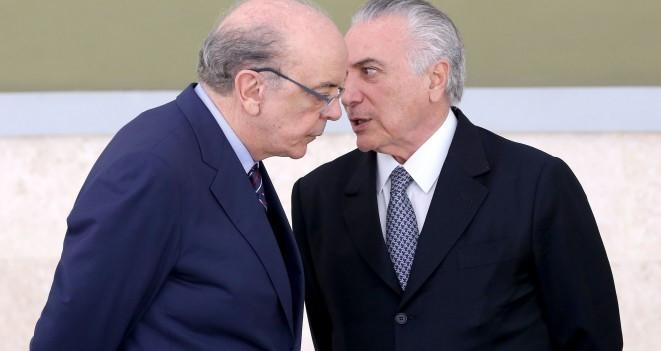 Brasília - O ministro das Relações Exteriores, José Serra, e o presidente interino Michel Temer participam de cerimônia de entrega de credenciais a embaixadores estrangeiros, residentes em Brasília (Wilson Dias/Agência Brasil)
