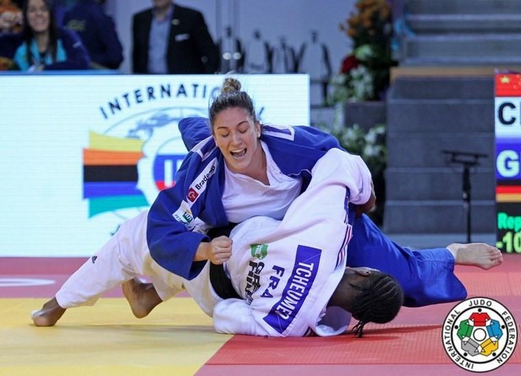 Mayra superou a francesa Audrey Tcheumeo na semifinal Federação Internacional de Judô