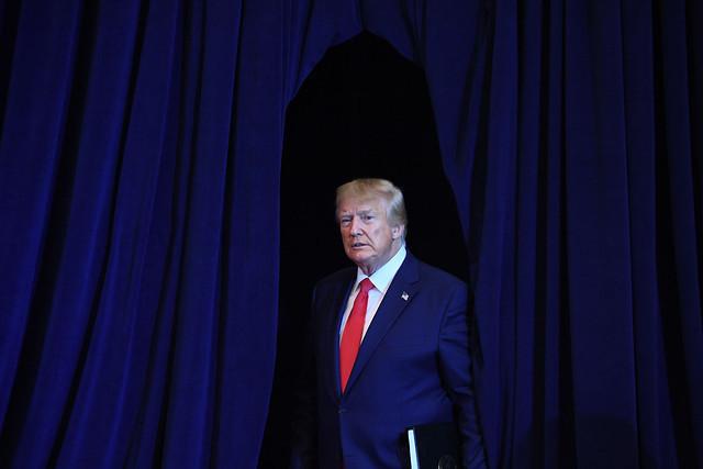Ao contrário do Brasil, o presidente estadunidense só deixa o cargo após o aval do Senado / AFP
