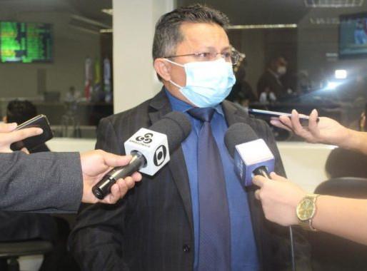 Sinésio Campos assina CPI da Asfixia no Amazonas e cobra responsabilização sobre as vidas perdidas