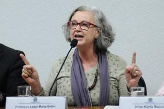 Professora Luzia: é costume do governo paranaense tratar os professores com a força policial