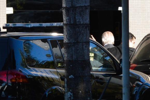 O ex-ministro José Dirceu foi preso em Brasília, pela Polícia Federal, na 17ª fase da Operação Lava Jato (José Cruz/Agência Brasil)José Cruz/Agência Brasil