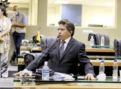Sinésio Campos cobra celeridade na vacinação em Manaus
