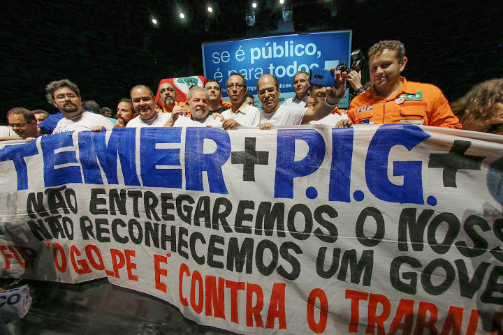 "ex-presidente Luiz Inácio Lula da Silva participou, nesta segunda-feira (6), do ato político ""Se é Público é Para Todos"","