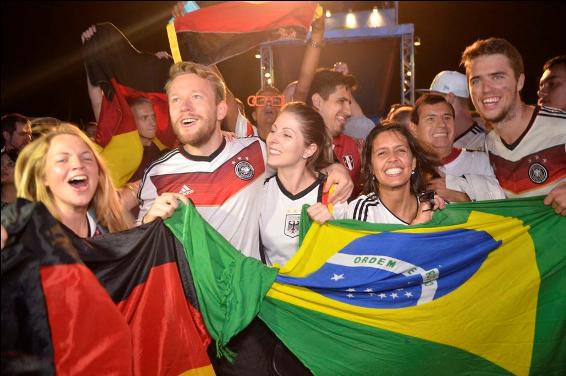 Torcedores da Alemanha na Fifa Fan Fest de Copacabana - Fernando Frazão/Agência Brasil