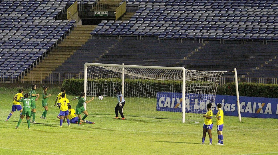 Iranduba surpreendeu as piauienses do Tiradentes e foi único visitante a vencer na rodada. (Foto: CBF/ All Sports)