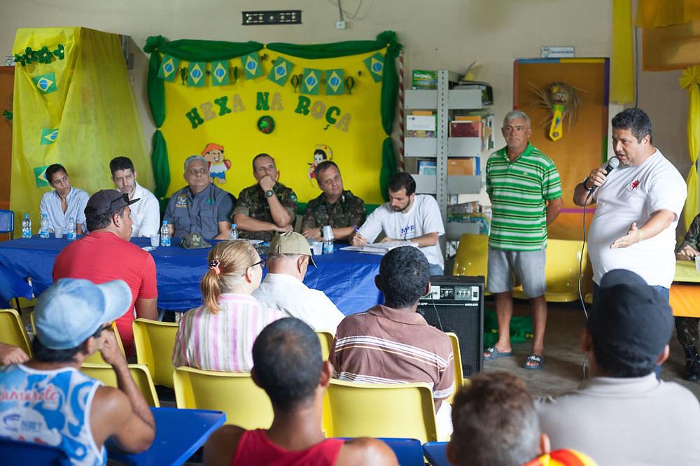Reunião no Jatuarana a sobre a concessão do CDRU (Foto: César Nogueira/Amazônia Real)