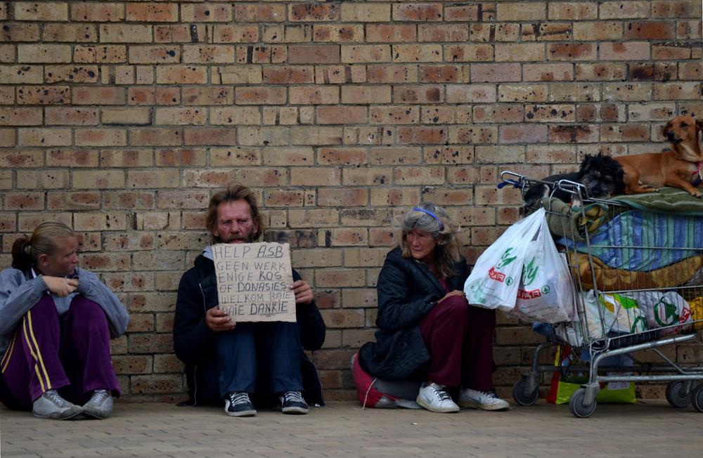 Família nas ruas da cidade de Secunda, na província sul-africana de Mpumalanga. Foto: Jan Truter (CC, Flickr)