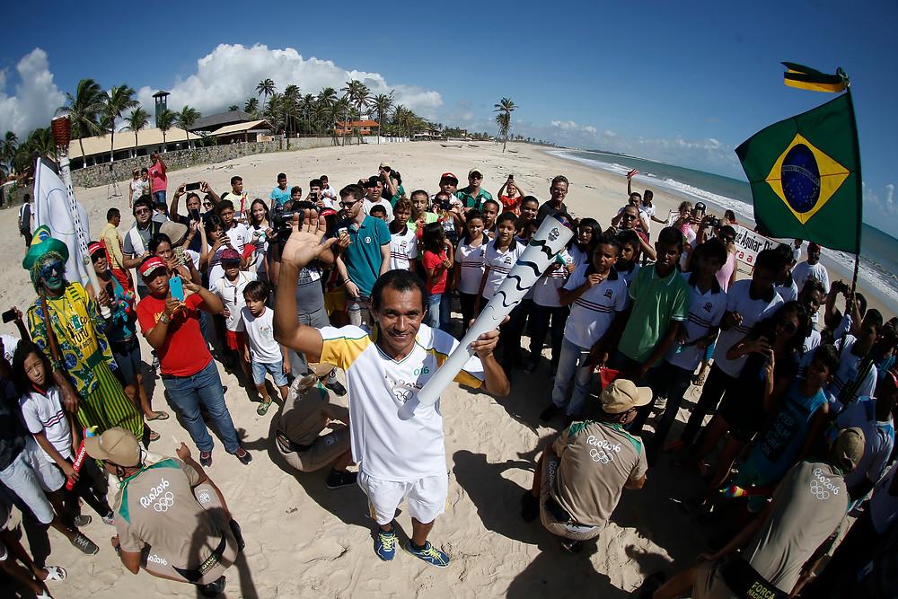 Francisco Vieira foi um dos portadores da tocha, em Caucaia (Foto: Andre Luiz Mello)