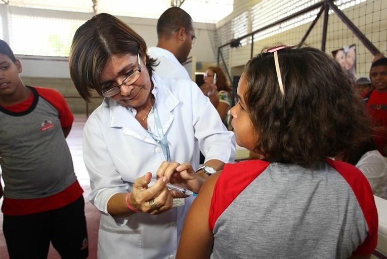 SUS oferece a vacina quadrivalente, que protege de quatro subtipos do vírus HPV Divulgação/EBC