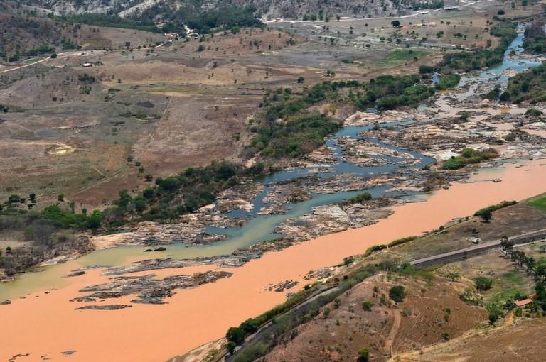 Água não é tóxica, mas está suja e precisa de tratamento, diz geólogo Agência Brasil