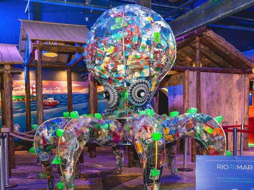 Esculturas gigantes, cinema palito e teatro comemoram mês das crianças