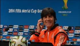 O técnico da seleção alemã, Joachim Low, disse que o time veio ao Brasil para mostrar que está curtindo o futebolMarcello Casal Jr/Agência Brasil