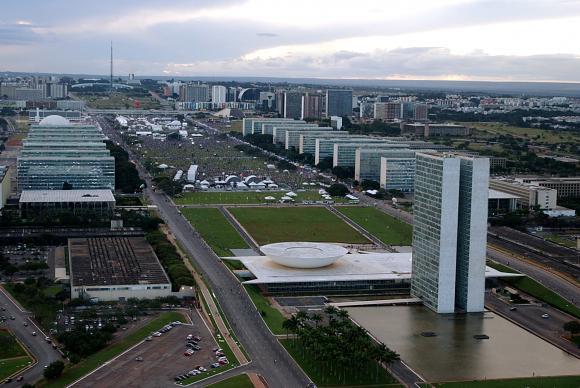 O reajuste dos servidores civis será de 10,8% dividido em dois anos, e o dos ocupantes de carreiras de Estado,       que  exercem  atividades  típicas  do  poder  estatal,  de  27,9%,  em  quatro  anos -  Arquivo/Agência Brasil