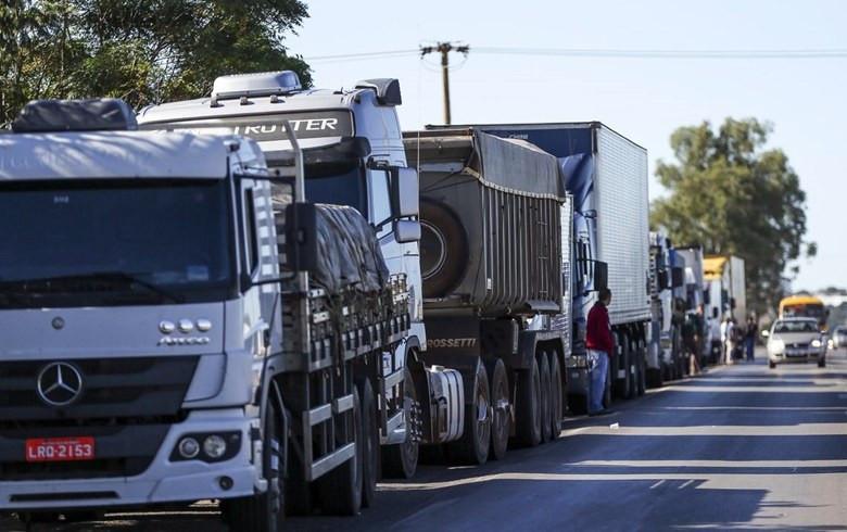 Cumprimento do tabelamento do frete e redução do preço do diesel não foram contemplados no anúncio do governo. Foto (Crédito: MARCELO CAMARGO/AGÊNCIA BRASIL)