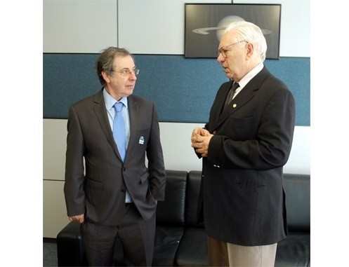 O professor Stephen Gabriel (E) recebeu as boas vindas do presidente da AEB, José Raimundo Braga. - Valdivivo Jr / AEB