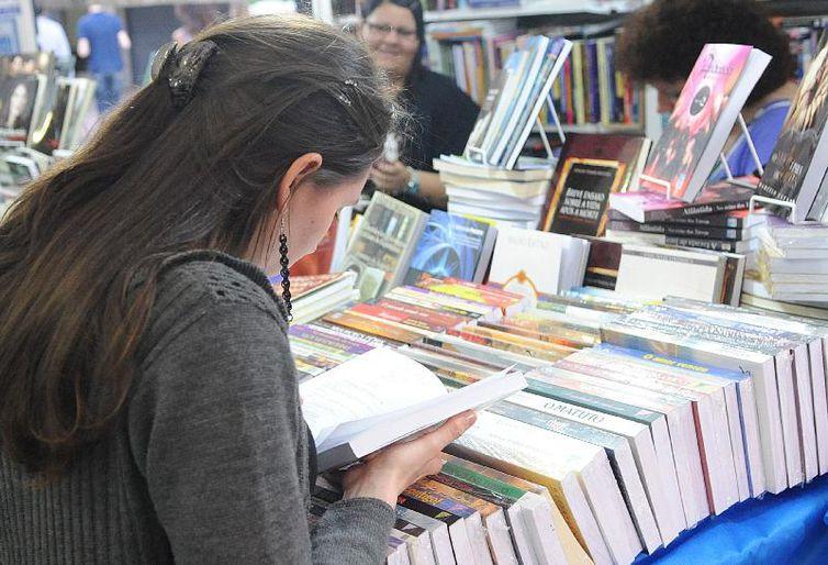 Interesse pelos estudos e pela leitura ajudam o estudante na hora da redação -Arquivo/Agência Brasil