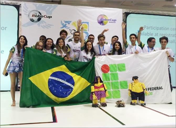Na categoria dança da RoboCup 2014, os estudantes do IFRJ produziram uma apresentação com robôs estilizados desenvolvidos para realizar uma coreografia (foto: ifrj.edu.br)