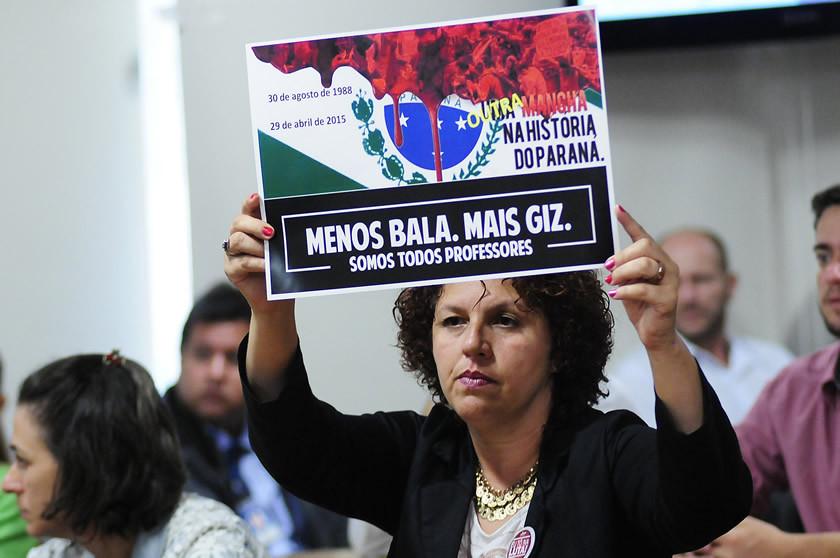 Revolta: professores se queixam da política do porrete de Beto Richa