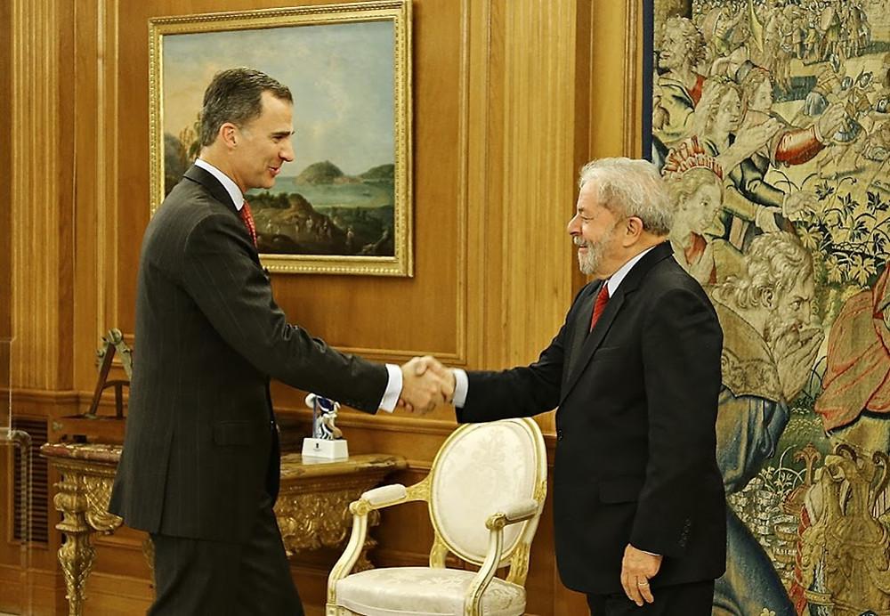 Ex-presidente Luiz Inácio Lula da Silva com Rei Felipe VI, noPalácio de Zarzuela, em Madri.