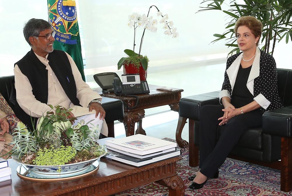 A Presidente Dilma Rousseff recebe o Nobel da Paz Kailash Satyarthi, no Palácio do Planalto - Foto: Lula Marques/ Agência PT