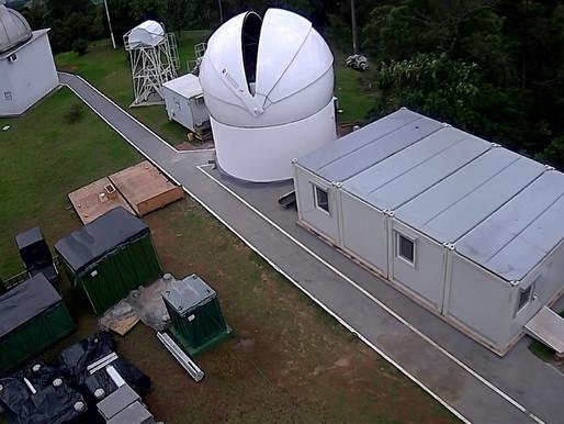 Telescópio de monitoramento de lixo espacial começa a ser montado em Minas Gerais