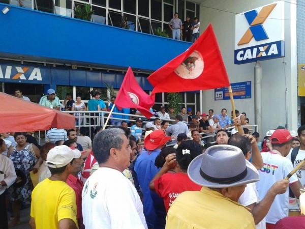 No Ceará, manifestantes protestaram em frente à Caixa em diversos municípios