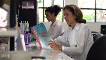 """""""Fazer ciência são pequenos passos, mas estamos caminhando"""", afirma geneticista Lygia da Veiga - Reprodução/TV Brasil"""