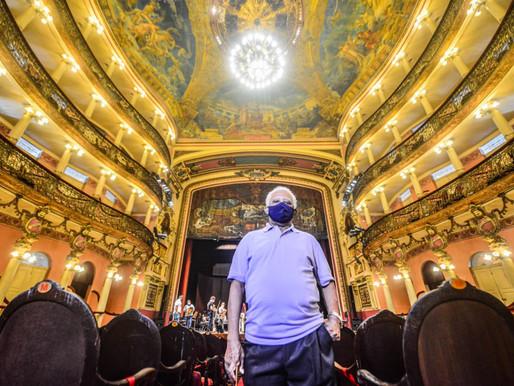 No dia do Turismo, servidor mais antigo do Teatro Amazonas conta sua história e convida amazonenses