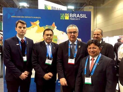 Sinésio Campos vai ao Canadá debater mineração e crescimento econômico
