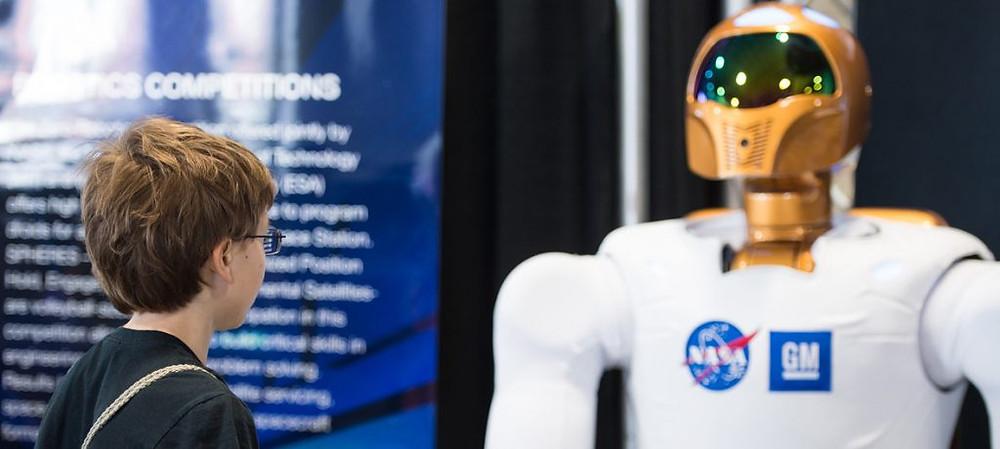 Festival de Ciência e Engenharia dos Estados Unidos realizado em 2014. Na foto, robô da NASA. Foto (Crédito: NASA/Aubrey Gemignani)