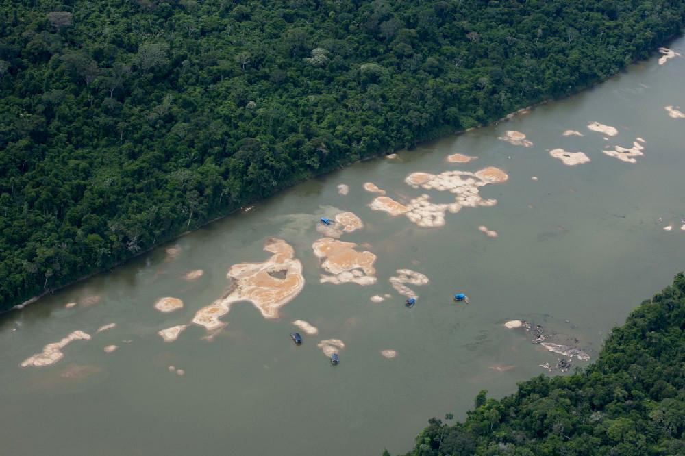 Destruição causada pelo garimpo ilegal no Rio Uraricoera, Terra Indígena Yanomami (Foto: Guilherme Gnipper/Funai)