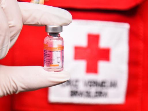 """Cruz Vermelha alerta: monopólio de vacinas terá efeito """"devastador e fatal"""""""