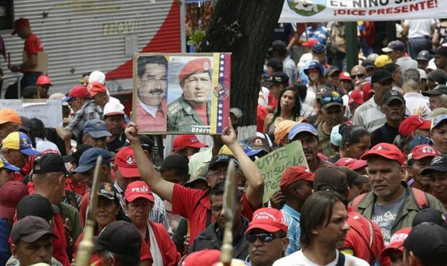 Protesto chavista começou em quatro pontos diferentes de Caracas, encontrando-se no centro da cidade / Telesur